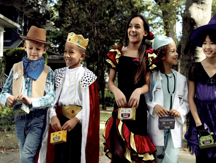 Children trick-or-treating with UNICEF USA boxes.