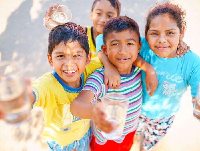 Peru Children / Water